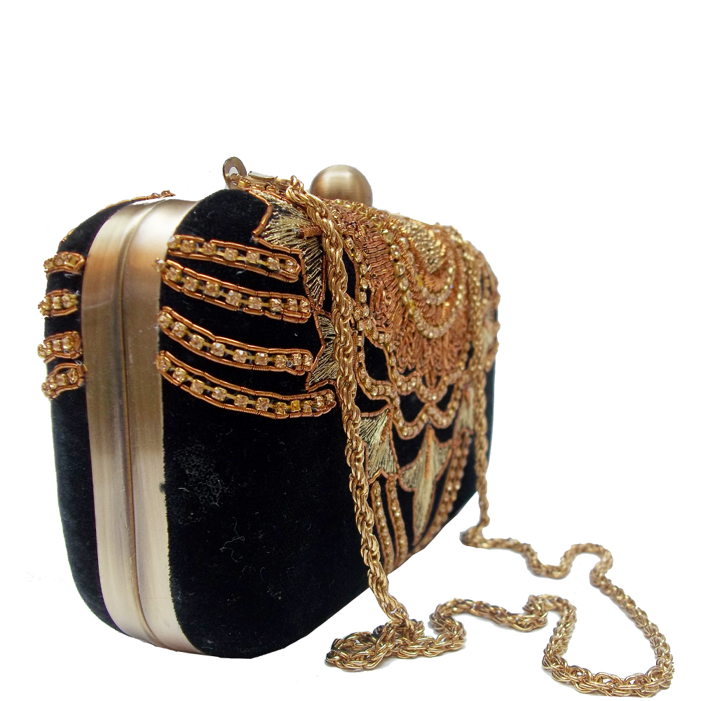 AHS crafts Dawka Chain clutch
